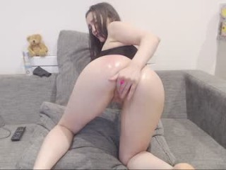 amberx18 Throbbing penis enters mouth and snatch of this cute cam doll on live cam