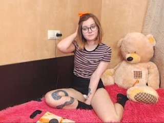 sapphirealice Excited teen cam doll kisses with guy then gets pussy licked on live cam